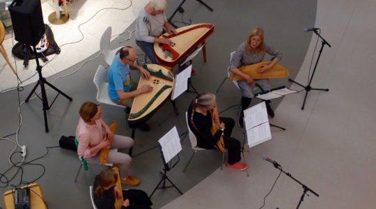 Kanteleorkesteri Satakieli esiintyy Pasilassa