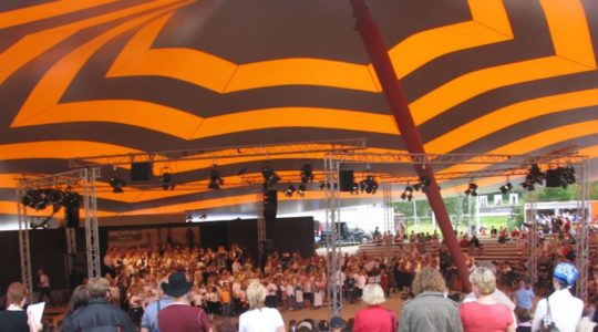Kuva Kaustisen kansanmusiikkijuhlan Keskipohjanmaa-Areenasta
